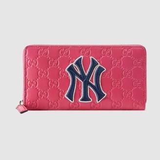 Gucci (グッチ) - オンライン限定 ニューヨーク・ヤンキースTM パッチ ジップアラウンドウォレット