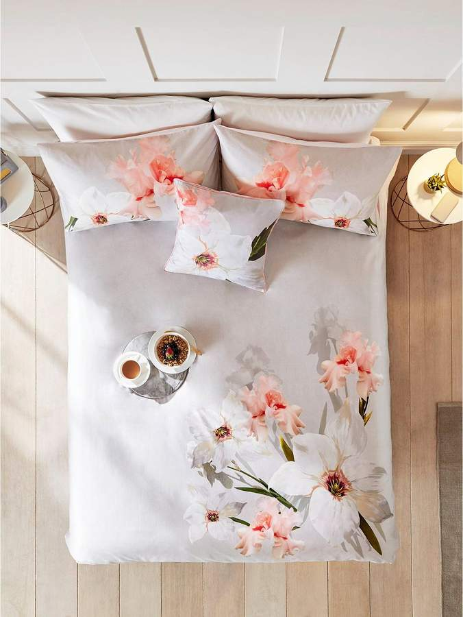Chatsworth Bloom 100% Cotton Sateen 220 Thread Count Housewife Pillowcase Pair