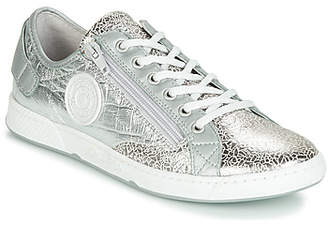 Pataugas JESTER/M women's Shoes (Trainers) in Silver
