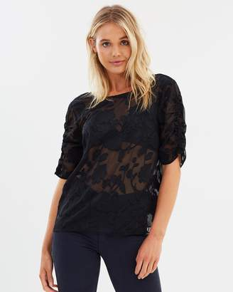 Atmos & Here ICONIC EXCLUSIVE - Isabel Sleeve Detail Top