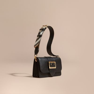Burberry  Burberry The Small Buckle Bag in Leather