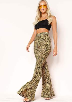 88253a9d0c149 Missy Empire Missyempire Kendal Yellow Snake Print Flare Trousers