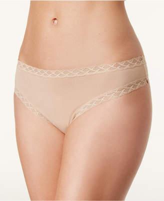Natori Bliss Cheeky Lace-Trim Thong 750058