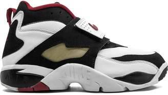 Nike Diamond Turf sneakers