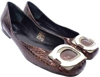 Lola Cruz Brown Patent leather Ballet flats