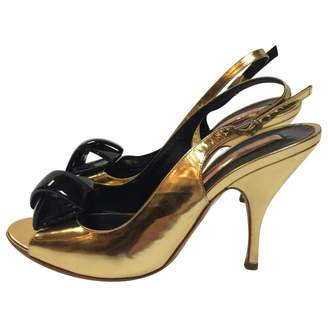 Rupert Sanderson Vllig Velvet Pumps with Embellishment Gr. IT 37 BhRdum