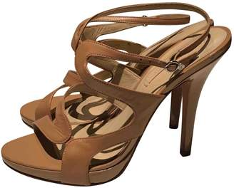 BCBGMAXAZRIA Camel Leather Sandals
