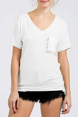 POL V-neck S/S Tee w eyelash accent pocket