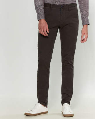 Ganesh Slim Fit Solid Twill Pants