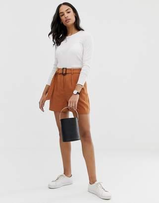 Asos Design DESIGN linen gutsy shorts with buckle