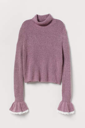 H&M Sweater with Ruffled Cuffs - Pink