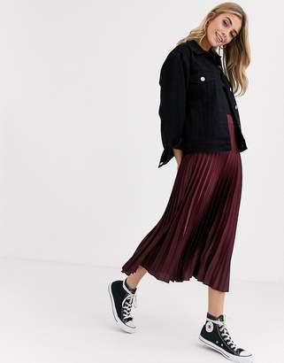 New Look satin pleated skirt in burgundy