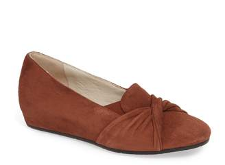 Amalfi by Rangoni Valeria Twist Wedge Loafer