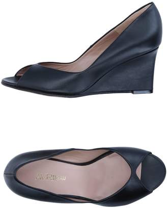 Avril Gau Pumps