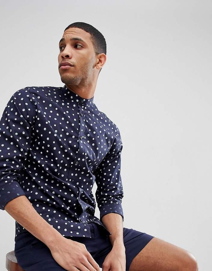 – Schmales Hemd mit Grandadkragen und Punktemuster
