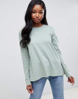 Asos Design DESIGN long sleeve t-shirt with dip hem and split back in green
