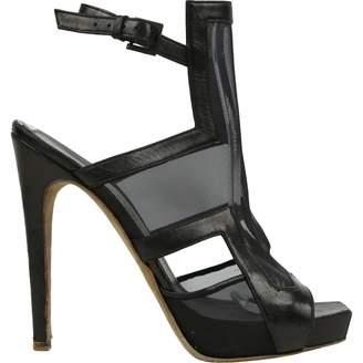 Aperlaï Black Leather Heels