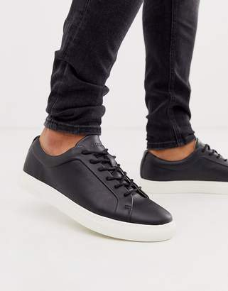 trainer in black with contrast sole