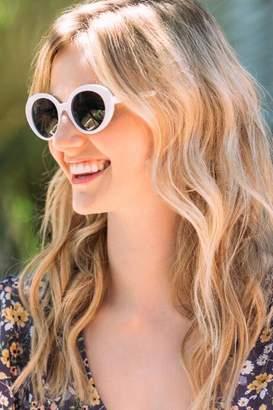 francesca's Tinsley Round Sunglasses in White - White