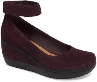 Clarks R) Wynnmere Fox Ankle Strap Pump