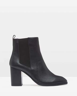 Oxford Izzy Textured Leather Ankle Boots