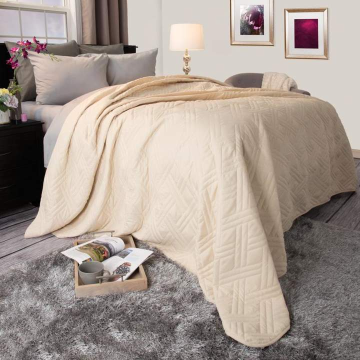 Trademark Global Lavish Home Solid Color Bed Quilt – King