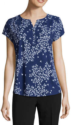 Liz Claiborne Short Sleeve Smocked Shoulder Henley T-Shirt