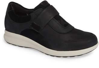 Clarks R) Un Adorn Lo Sneaker