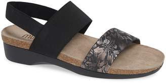 Munro American 'Pisces' Sandal