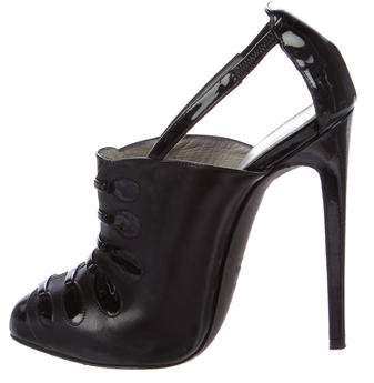 Tom Ford Cutout Round-Toe Pumps
