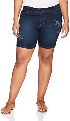 Lee Women's Plus-Size Midrise Total Freedom Cora Embroidered Walkshort