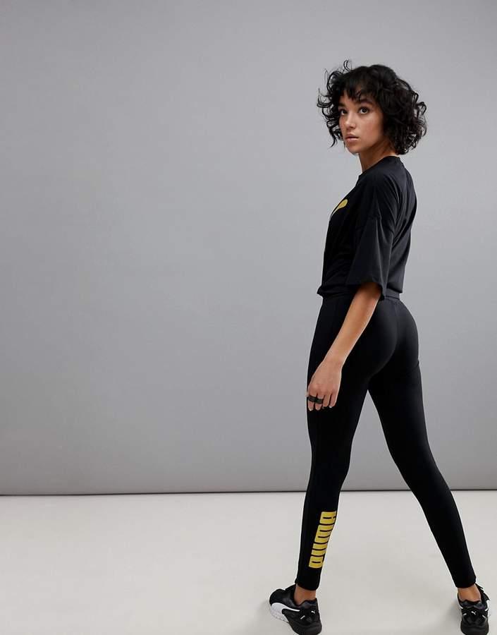 – Leggings mit goldenem Logo
