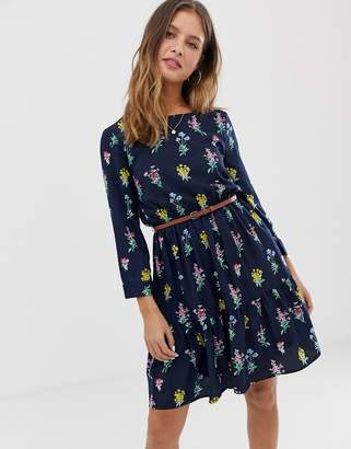 Yumi belted smock dress in floral print