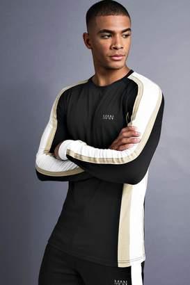 boohoo MAN Muscle Fit Raglan Long Sleeve Panelled T-Shirt