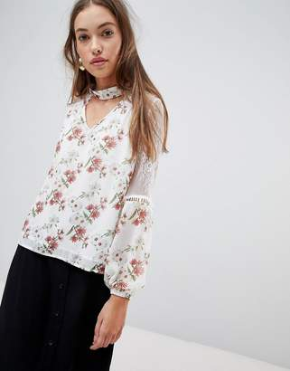 Glamorous floral blouse with lace inserts