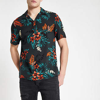 River Island Mens Black floral three button short sleeve shirt