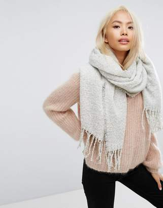 Stitch & Pieces Boucle Knitted Scarf with Tassles in Light Gray