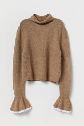 H&M Sweater with Ruffled Cuffs - Beige