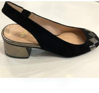 French Sole Dial Sling-Back Pump