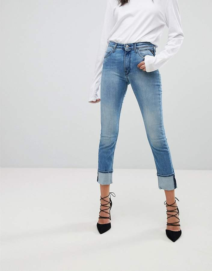 – Schmale Stretch-Jeans mit hoher Taille