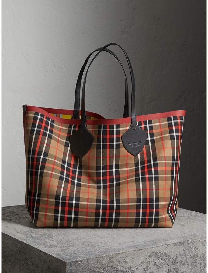 Burberry The Giant Reversible Tote in Tartan Cotton