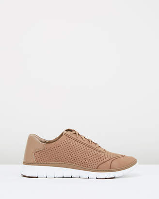 Vionic Riley Casual Sneakers