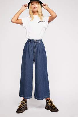 Levi's Wide-Leg Pleated Jeans