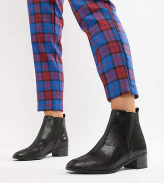 New Look Wide Fit Flat Chelsea Boot