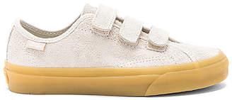 Vans Style 23 V Sneaker