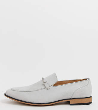 Asos Design DESIGN Wide Fit loafers in pale grey faux suede with snaffle