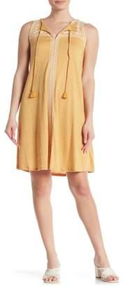 Spense Embroidered Keyhole Shift Dress