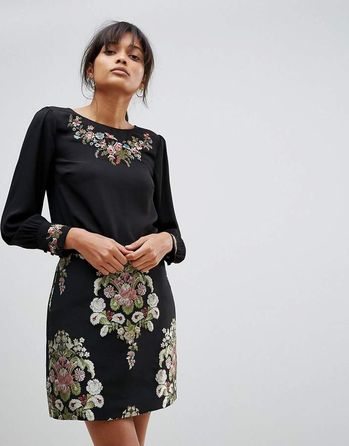 Oasis Embroidered Puff Sleeve Top