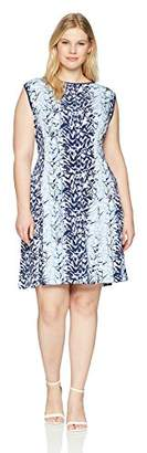 Gabby Skye Women's Plus Size Leaf Printed Dress