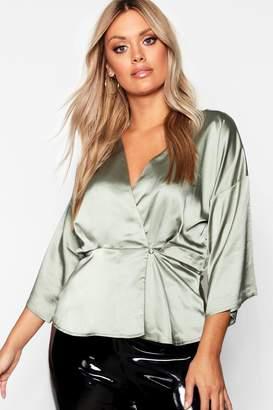4315138c443e2 boohoo Plus Kimono Sleeve Button Detail Satin Top